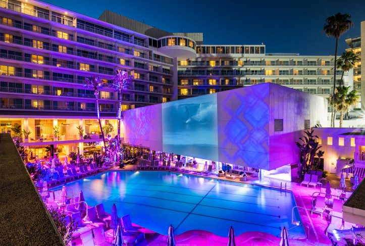 The Beverly Hilton Hotel In Beverly Hills