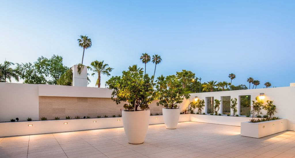 Look Around The Beverly Hilton Our Vintage Hotel In La